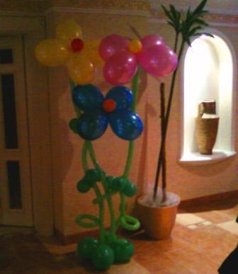 Цветы из воздушных шаров в рост человека