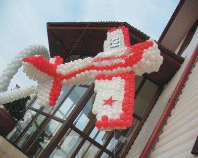 Оформить праздник 9 мая воздушными шариками