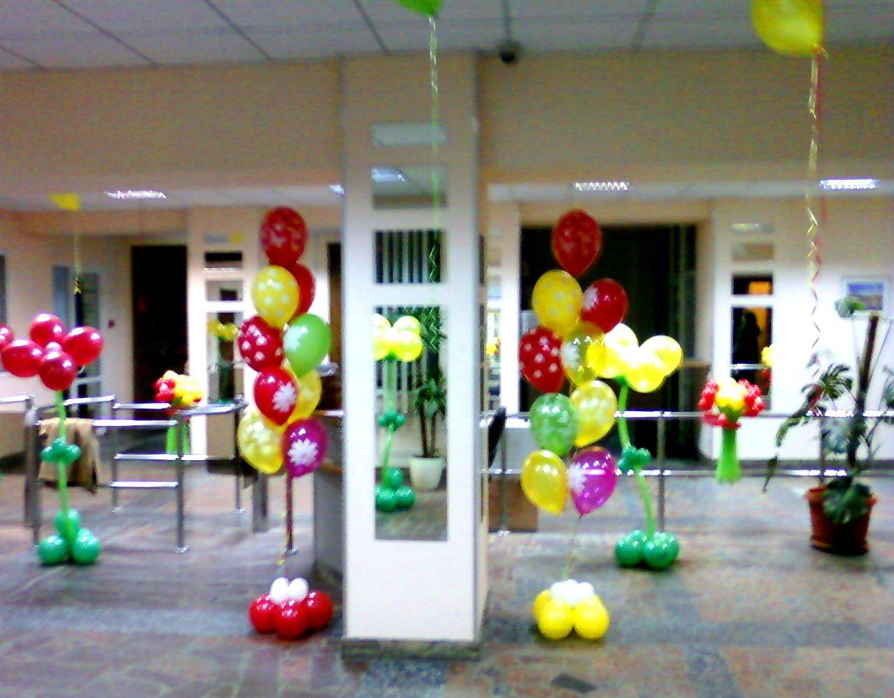 Украшение офиса воздушными шариками