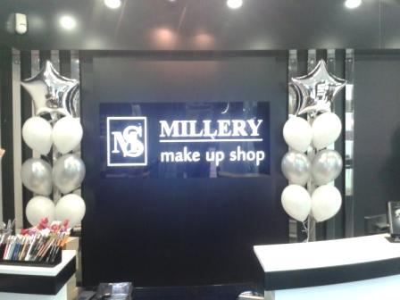 Украшение шарами дня рождения магазина