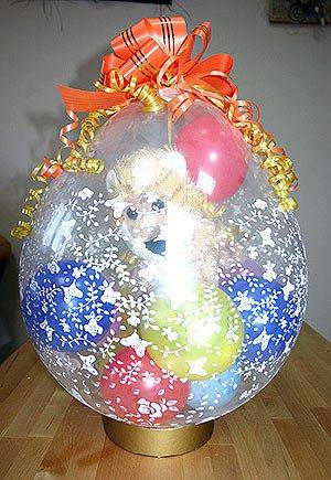 Воздушные шарики и игрушка в шаре – необычная упаковка и подарок