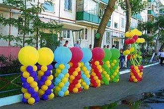 Оформление шарами - стойки из шариков и больших шаров