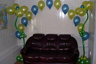 Украшение воздушными шарами офиса