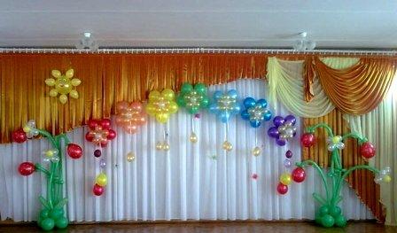 Оформление воздушными шарами Выпускного вечера