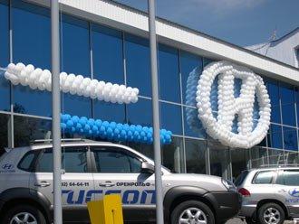 Оформление автосалона воздушными шарами