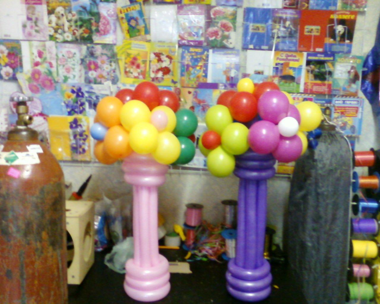 Цветы из воздушных шаров в вазочке