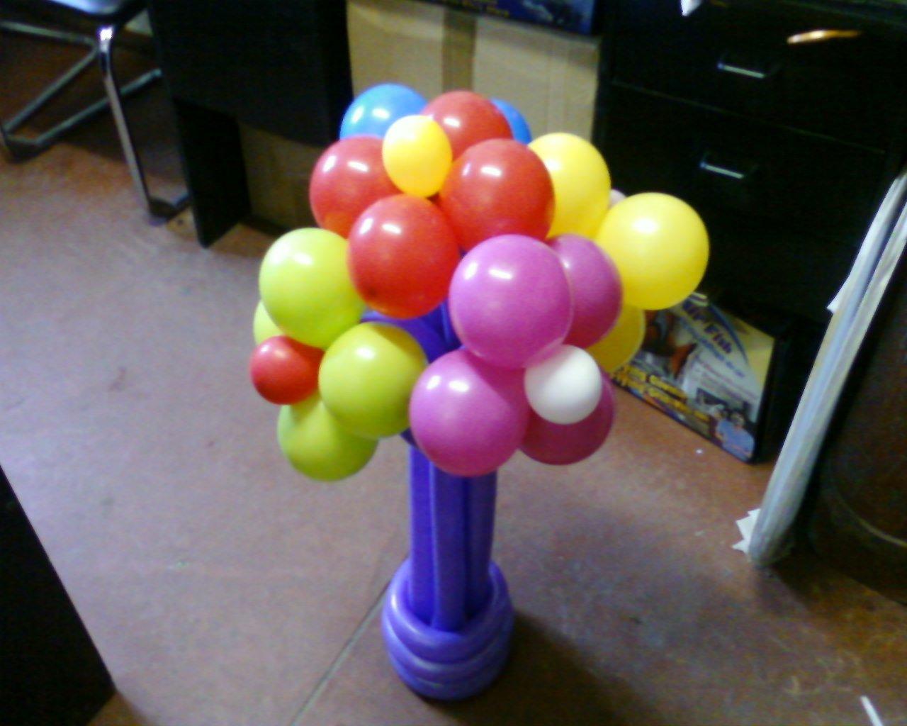 Букет цветов из шариков в вазочке