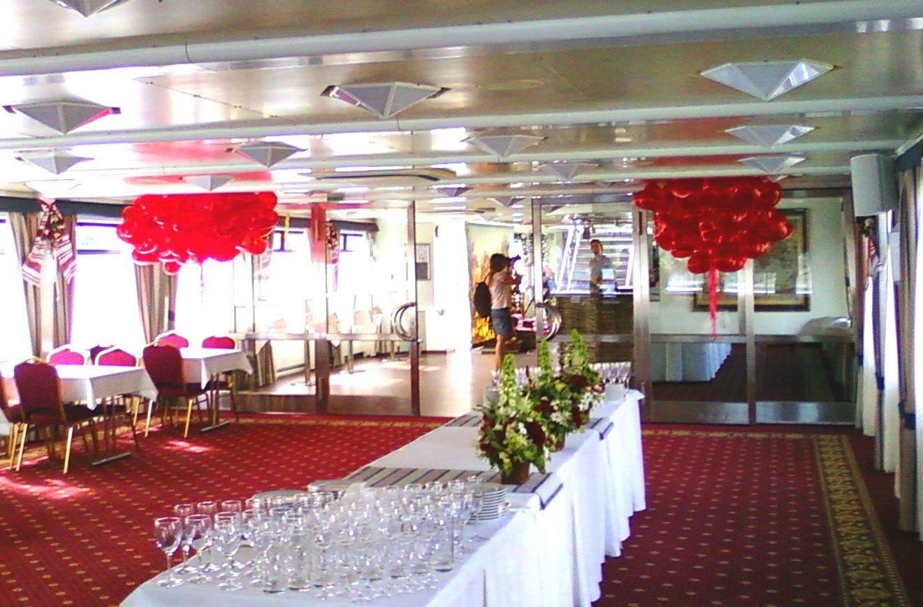 Воздушные шарики-сердечки на свадьбу