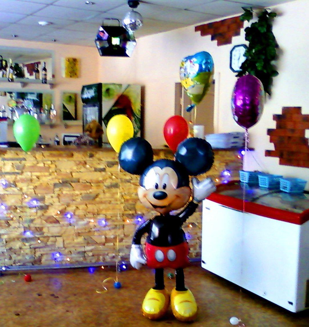 Ходячий шар Микки Маус - оригинальный подарок на детский день рождения