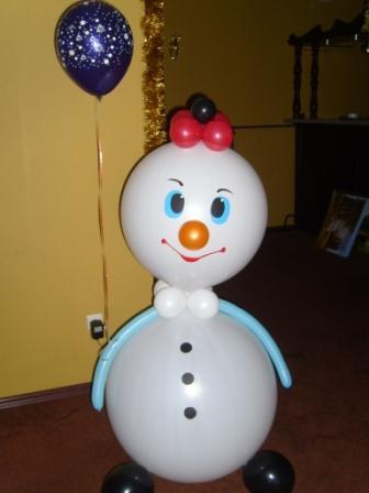 Снеговик из шаров украсит корпоратив