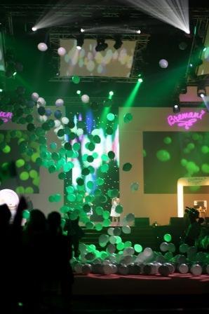 Спэцэффект из воздушных шаров на презентации