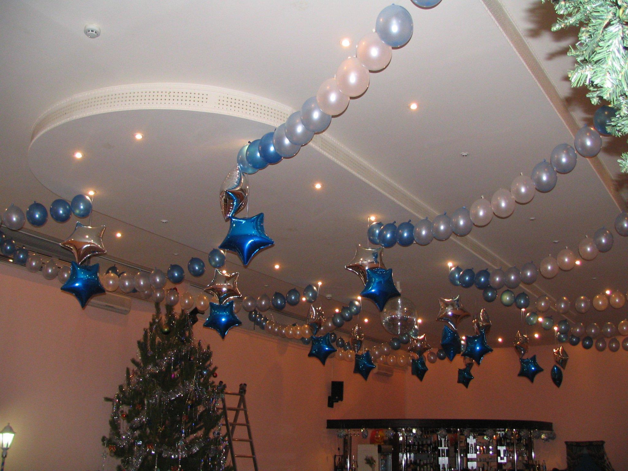Украшение корпоратива шариками на Новый год