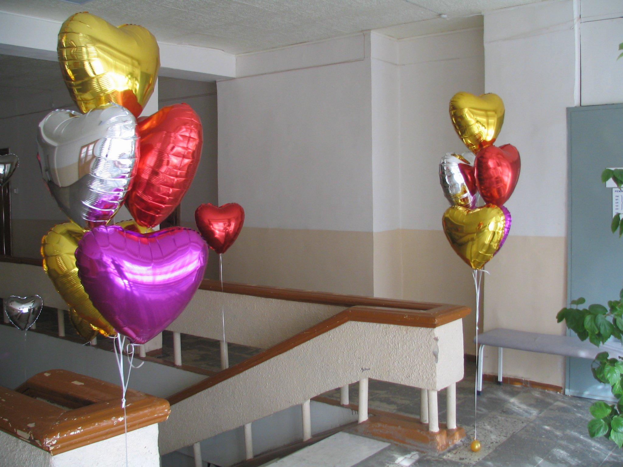 Украшение корпоратива шариками-сердцами
