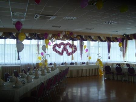 Свадебное оформление. Воздушные шары бело-бардовые.