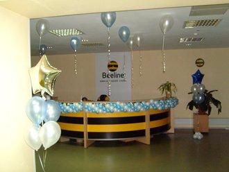 Оформление воздушными шарами офиса Beeline