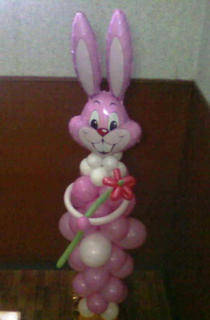 Заяц из шаров на Выпускной в детском саду