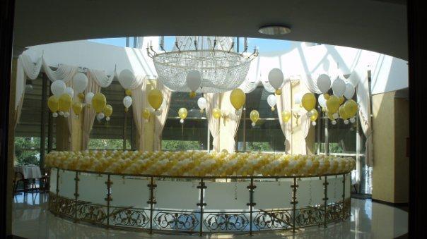 Украшение помещения шарами