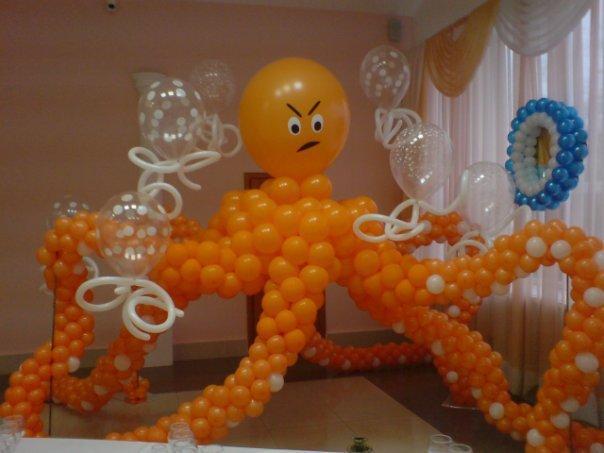 Фиура из шариков на детский праздник Осьминог