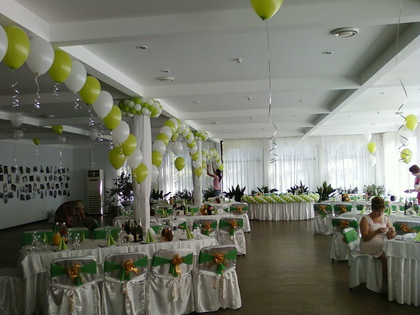 Оформление зала шариками